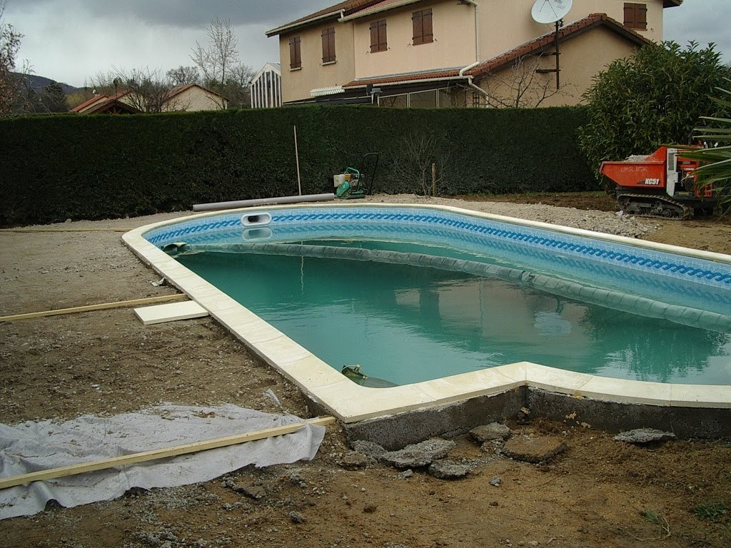 Piscine pas cher construire une piscine soi m me for Auto construction piscine